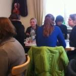 Gemütliches Zusammensitzen im Oppauer Haus