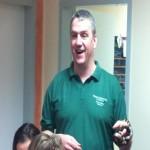 Hr Neunzig erklärt den Umgang mit Schlangen