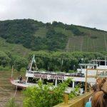 Das Seminarschiff mit Blick auf die Weinberge